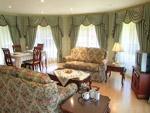 Family room of Robin's Retreat