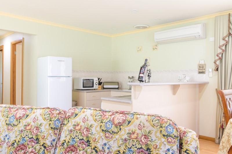 Robins Retreat Bathroom with Spa Bath